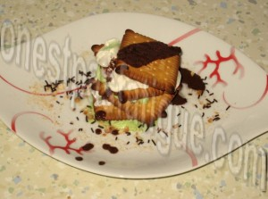 millefeuille petits gâteaux et glace sauce chocolat