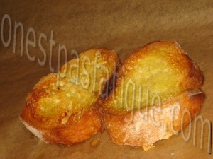 salade express tomate feta facon verrine et tartine grillee roquefort_etape 1