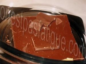 Bûche spéculoos-mirabelle, domes meringues-marron, gelee fruits rouges_etape 13