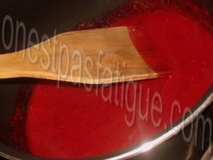 Bûche spéculoos-mirabelle, domes meringues-marron, gelee fruits rouges_etape 20