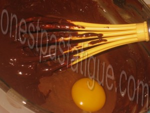 Bûche spéculoos-mirabelle, domes meringues-marron, gelee fruits rouges_etape 4