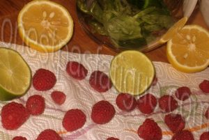 limonade deux fruits rouges citron basilic_etape 1